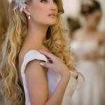 pricheski-svadebnye-raspushhennye-volosy_24