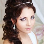 pricheski-svadebnye-s-pleteniem-na-dlinnye-volosy_2