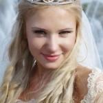 svadebnye-pricheski-s-nakladnymi-pryadyami_19