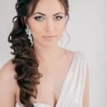 svadebnye-pricheski-s-nakladnymi-pryadyami_24