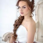 svadebnye-pricheski-s-nakladnymi-pryadyami_6