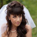 Какую свадебную прическу выбрать на длинные волосы с челкой и фатой
