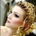 Кому пойдет свадебная прическа с плетением на длинные волосы