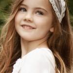 pricheski-na-svadbu-dlja-detej_23
