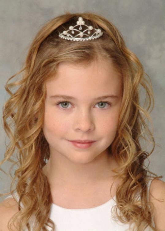 Детские прически на короткие волосы с короной
