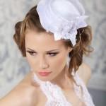 pricheski-svadebnye-so-shlyapkoj_4