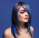 Как получить цветные пряди на темных волосах