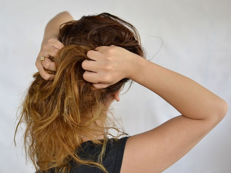 Нанесение мусса и пенки для волос