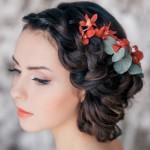 pricheski-svadebnye-s-zhivymi-cvetami-foto_10