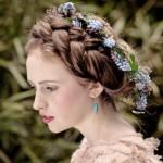 pricheski-svadebnye-s-zhivymi-cvetami-foto_12