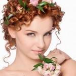 pricheski-svadebnye-s-zhivymi-cvetami-foto_13