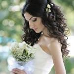 pricheski-svadebnye-s-zhivymi-cvetami-foto_15