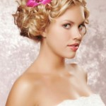 pricheski-svadebnye-s-zhivymi-cvetami-foto_19
