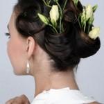 pricheski-svadebnye-s-zhivymi-cvetami-foto_5
