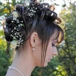 pricheski-svadebnye-s-zhivymi-cvetami-foto_8