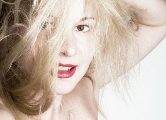 Как покрасить волосы белой хной