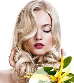 Использование масла иланг для осветления волос