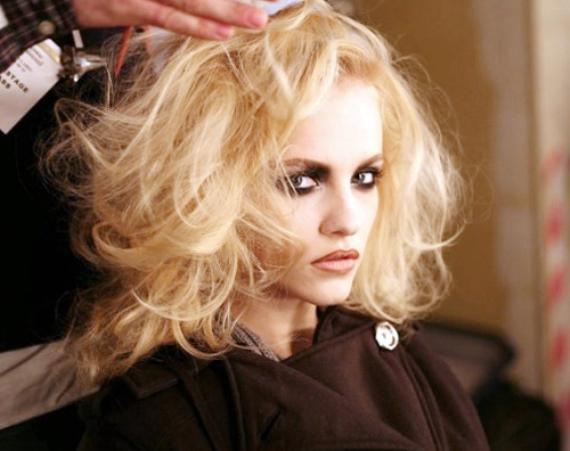 Почему осветление приносит вред волосам