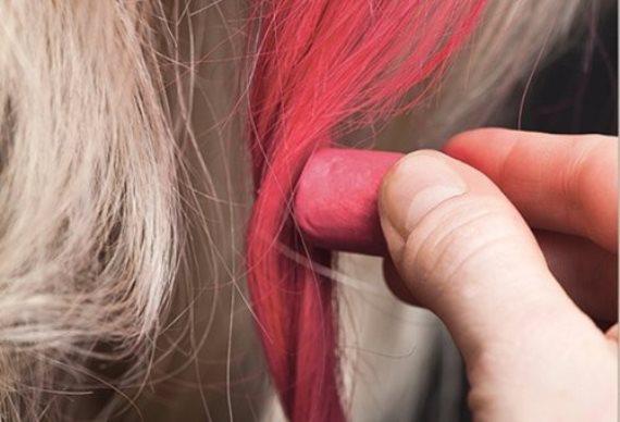 Как красить волосы цветными пастельными мелками