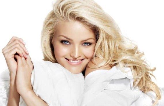 Эффективно ли применение иланг иланга для осветления волос