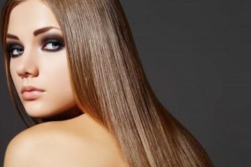 Как безопасно выпрямить волосы без утюжка и фена