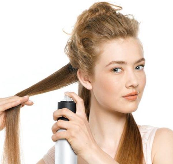 Как использовать спрей для выпрямления волос
