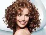 Какой уход за вьющимися волосами необходим в домашних условиях