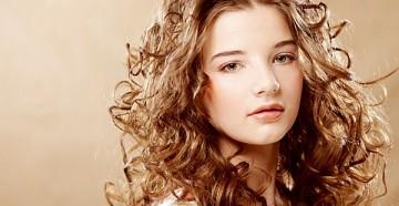Как осуществлять уход за вьющимися волосами в домашних условиях