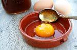 Особенности применения масок для волос с медом и яйцом