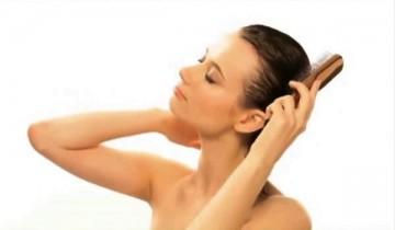 Почему нельзя расчесывать и тереть мокрые волосы