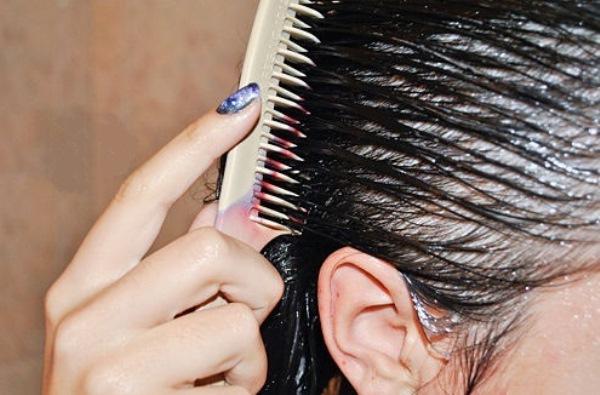 Расческа для нанесения эфирных масел на мокрые волосы