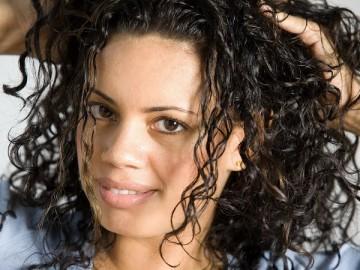 Несколько методов, как отучить волосы от ежедневного мытья