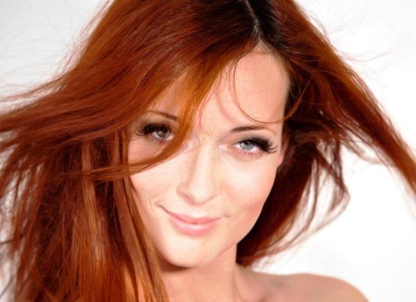 Как долго держится на волосах красная хна