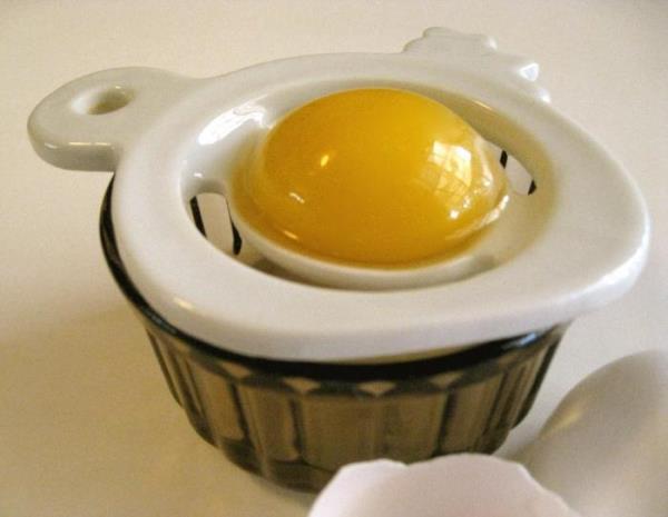 Как приготовить шампунь из яйца для мытья волос