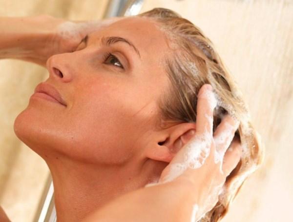 Как проводить процедуру мытья волос яйцом